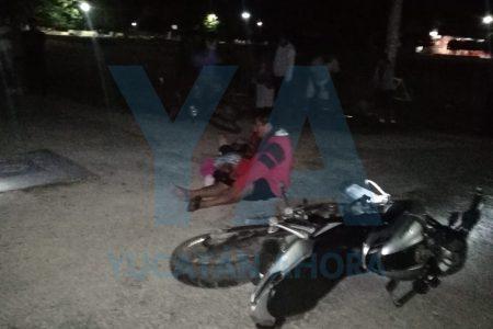 Choca con otra moto, deja a una mujer fracturada y huye para no pagar