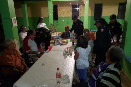 Emotiva visita de agentes de la SSP a una casa hogar de abuelos