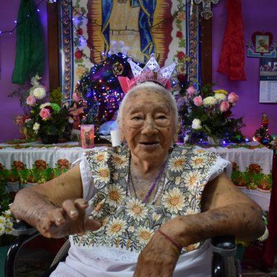 Celebra 100 años la primogénita de una longeva familia, en la Sambulá