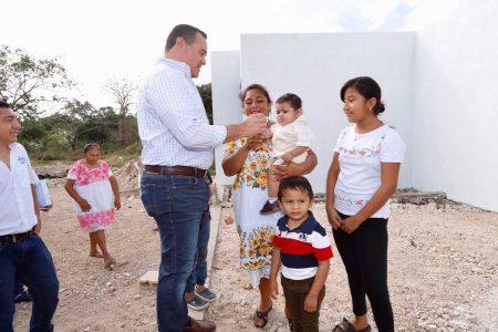 El alcalde Renán Barrera entrega paquete de obras a la comisaría de Caucel