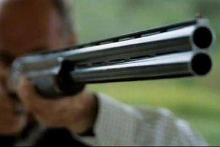 ¡Qué romántico! A escopetazos le pidió a su ex mujer que vuelvan al amor