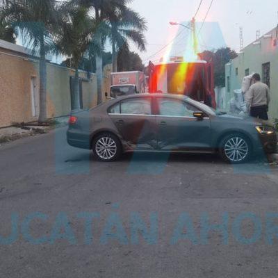 Conductora se vuela el alto y provoca choque en la García Ginerés