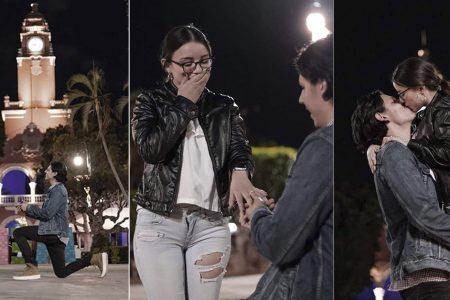 Joven le pide matrimonio a su novia en la Plaza Grande de Mérida