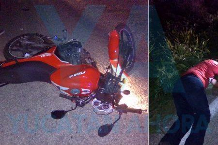 Profesor derrapa con su moto: acaba con fuerte golpe en la cabeza