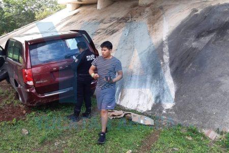 Jóvenes turistas capitalinos se 'montan' en un puente del oriente de Yucatán