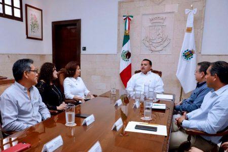 Renán Barrera recibe un reconocimiento del Iepac por fomentar la participación ciudadana