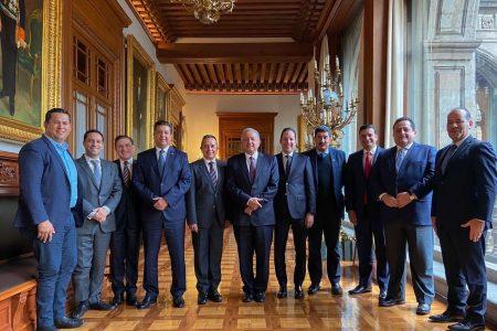 El gobernador Mauricio Vila acude a reunión con el presidente López Obrador
