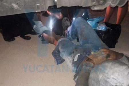 Obrero fracturado por todos lados: le cae encima pesado rollo de varillas