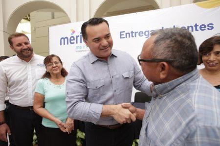 El Ayuntamiento amplía a todas las escuelas de Mérida el apoyo de lentes