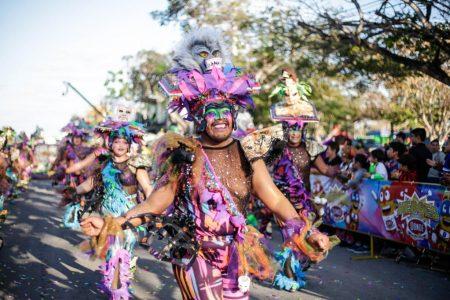 """Miles de personas disfrutan en Ciudad Carnaval el """"Domingo de Bachata"""""""