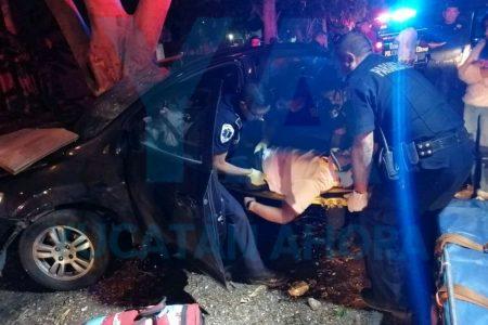 Fuerte accidente con prensados; tres heridos, uno grave
