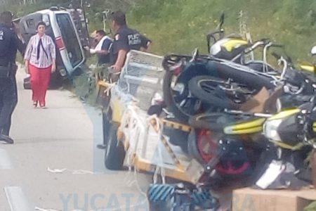 Siete motos zarandeadas por un neumático estallado en la vía Mérida-Cancún