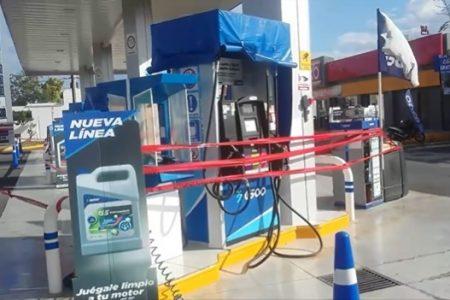 Gasolinera recién clausurada rompe sellos para seguir funcionando