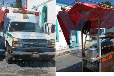 """Ambulancia manda a """"volar"""" a un carrito de perros calientes"""