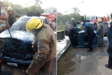 Batería ardiente lo deja sin auto, en San José Chuburná