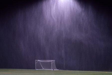 La lluvia frena a la Liga Premier