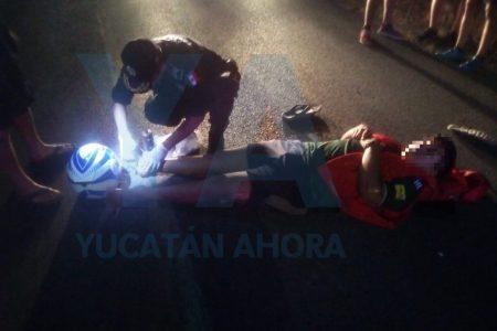 Choque de motos en carretera: dos lesionados con fracturas