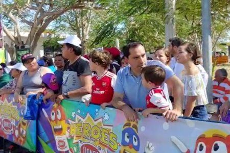Mauricio Vila convive con las familias en la última jornada del Carnaval de Mérida 2020