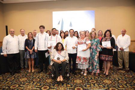 Reconocen a yucatecos por su labor social, académica y ambiental
