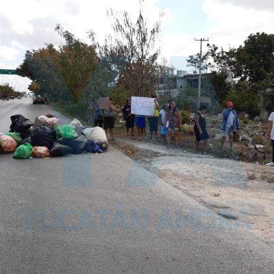 Bloquean Periférico: acusan al ayuntamiento de Kanasín de no pasar por la basura