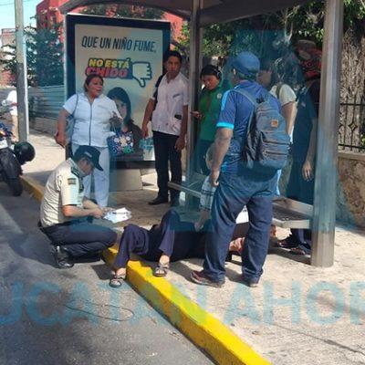 Camionero aceleró y tiró a una abuelita que bajaba del autobús