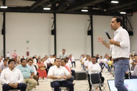 Sana distancia en reunión del gobernador Mauricio Vila con alcaldes yucatecos