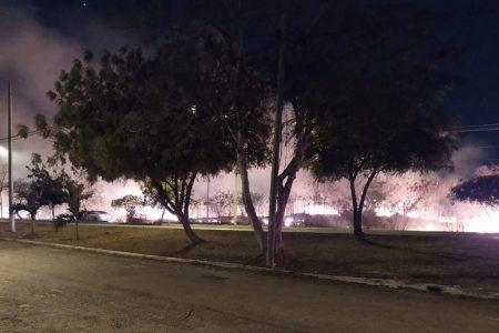 Luego de dos horas, controlan gran incendio en Avenida Yucatán