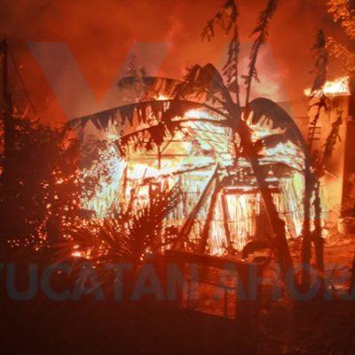 En plena contingencia, se quedan sin casa tres familias por un incendio en Tekax
