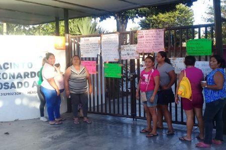 Otros conflicto escolar: padres toman primaria en Xoclán Carmelitas