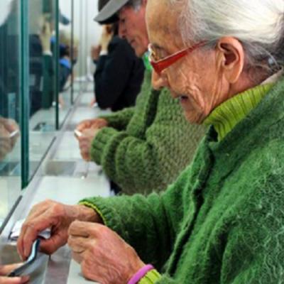 Por Covid-19, adelantan pago de pensiones a adultos mayores