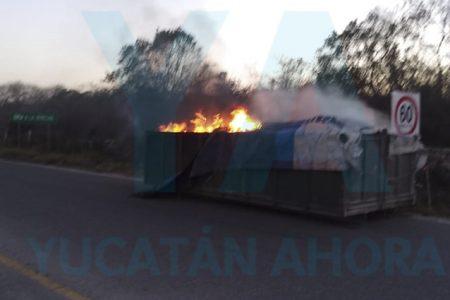 Por acumulación de gases, se incendia remolque con 2,300 kilos de basura