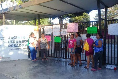 Seguirá cerrada escuela de Xoclán: padres rechazan acuerdo 'a medias'