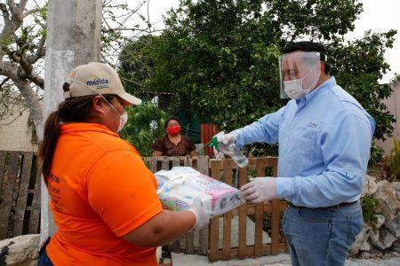 Renán Barrera supervisa la entrega de apoyos alimentarios en comisarías