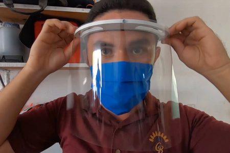 Alumnos de Motul elaboran caretas, gel antibacterial y cubrebocas