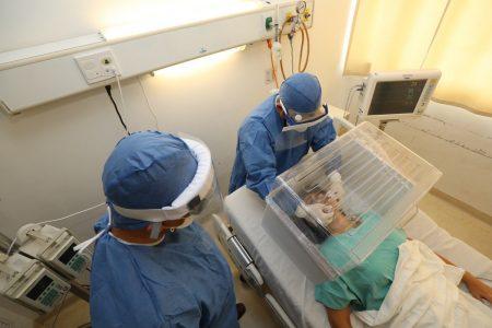 Donan a Yucatán 500 cajas antiaerosol para proteger a médicos que atienden Covid-19