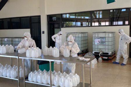 Mauricio Vila adquiere miles de litros de gel antibacterial para hospitales yucatecos