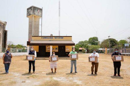 Asociación China 'Península de Yucatán' y Ayuntamiento reparten cubrebocas en Xcunyá