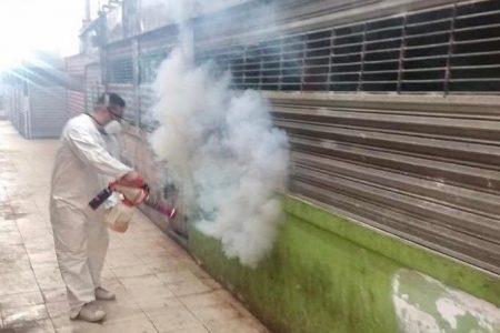 Así se desinfectan los mercados en Mérida por el Covid-19