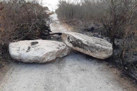Vecinos de Kikteil denuncian que sigue cerrado un camino bloqueado por 'ricos'