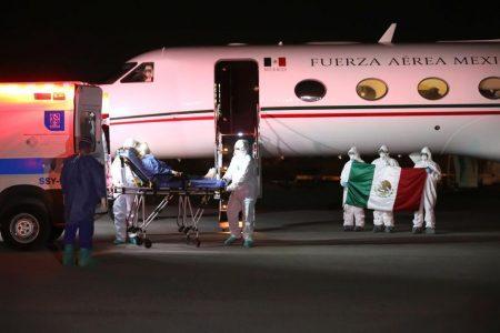 Deja el hospital la profesora traída desde Perú: ya se recupera del Covid-19 en casa