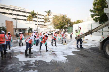 Gobierno de Yucatán y Cemex limpian accesos a hospitales públicos