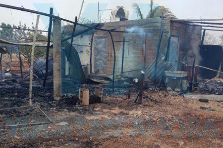 Incendio de maleza alcanza su propiedad y los deja sin casa