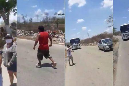 Por temor al Covid-19, gente de Opichén impide el paso de un autobús de Kekén