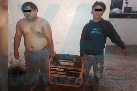 Detienen a dos jóvenes que robaban en un negocio de Kanasín