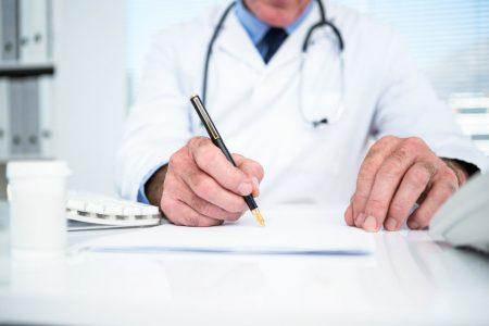 Convocan a médicos de entre 60 y 65 años para reforzar el sector salud de México