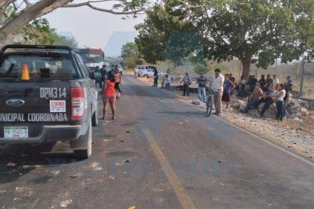 Bloquean poblado yucateco para pedir que Susana Distancia les deje lugar en el autobús
