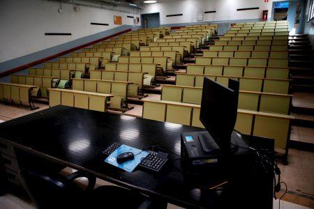 Alumnos acusan a una universidad particular de despedir maestros y cobrar colegiaturas completas