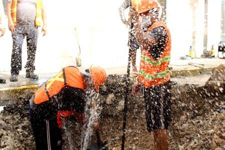 Realiza Japay doble reparación en fugas del Centro Histórico
