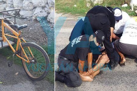 Convulsiona un hombre que fue chocado con su triciclo por volarse el alto