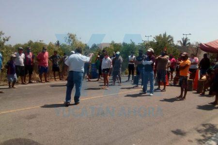 Tras varias horas de tensión, estadounidenses desisten de ocupar su casa en San Crisanto